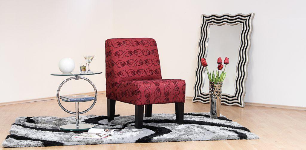 Después, puedes pensar en el diseño. Toma en cuenta los colores y qué clase de decoración hay en tu casa. A menudo hay diseños de sillones para el hogar que se adaptan a cualquier estilo y muebles, sin embargo, nunca está de más echarle una ojeada a todo el catálogo o galería que hay. Recuerda que los sillones ocasionales básicamente son accesorios para tu sala, así que escógelo con sabiduría.